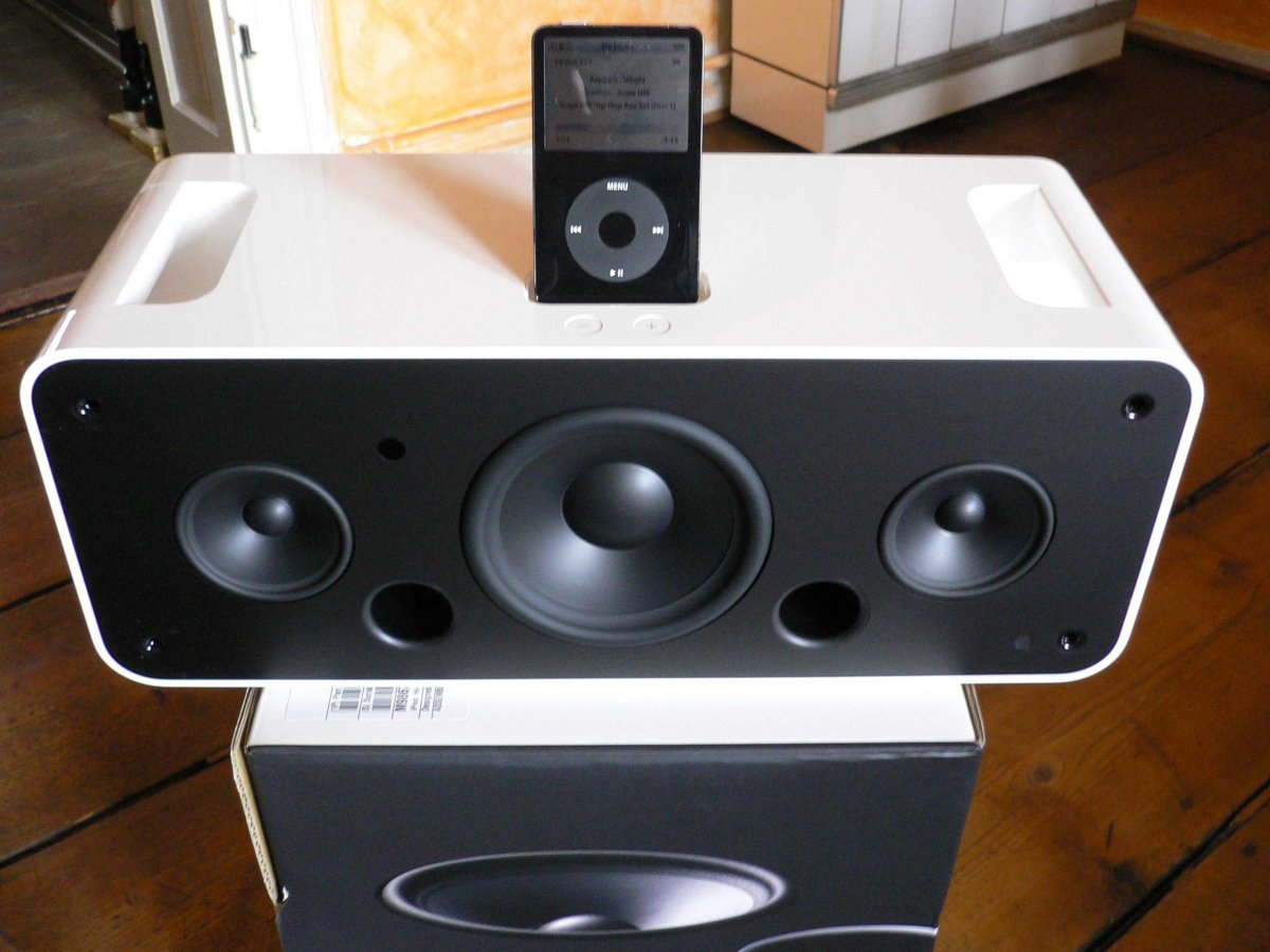 the-ipod-hi-fi-was-built-with-apples-sleek-design-aesthetic-but-ultimately-failed-to-deliver-the-sound-quality-that-3rd-party-competitors-could-offer