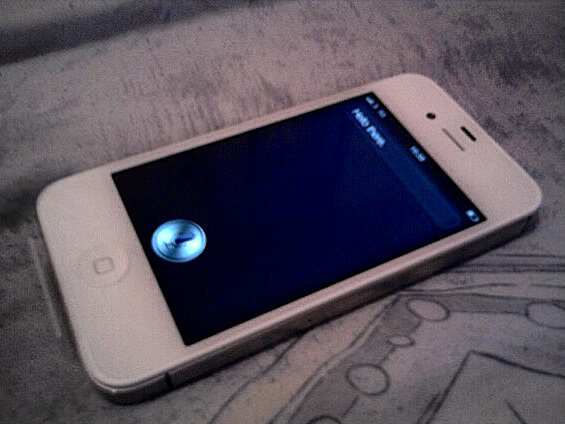 Iphone_4S_showing_Siri