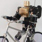 Невероятный маленький робот который ездит на велосипеде